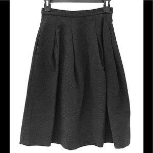 EUC 4 H&M Black on Black Design Skirt